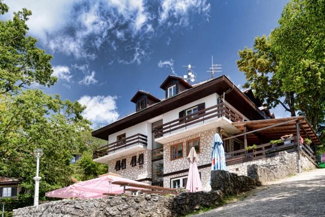 Tončkov dom na Lisci