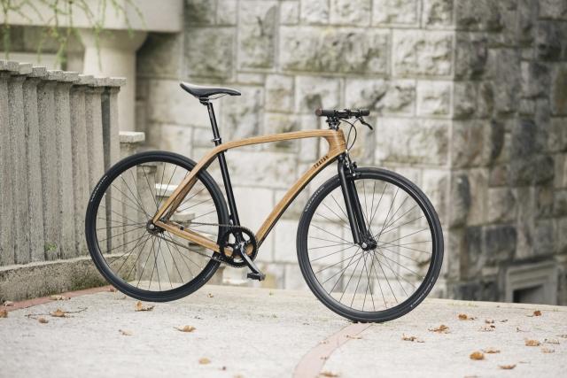 Ekipa Tratar Bikes predstavila elegantna lesena mestna kolesa