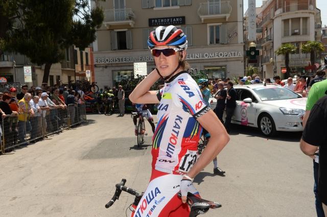 Zakarinu etapa v Imoli, Contador spet napadel