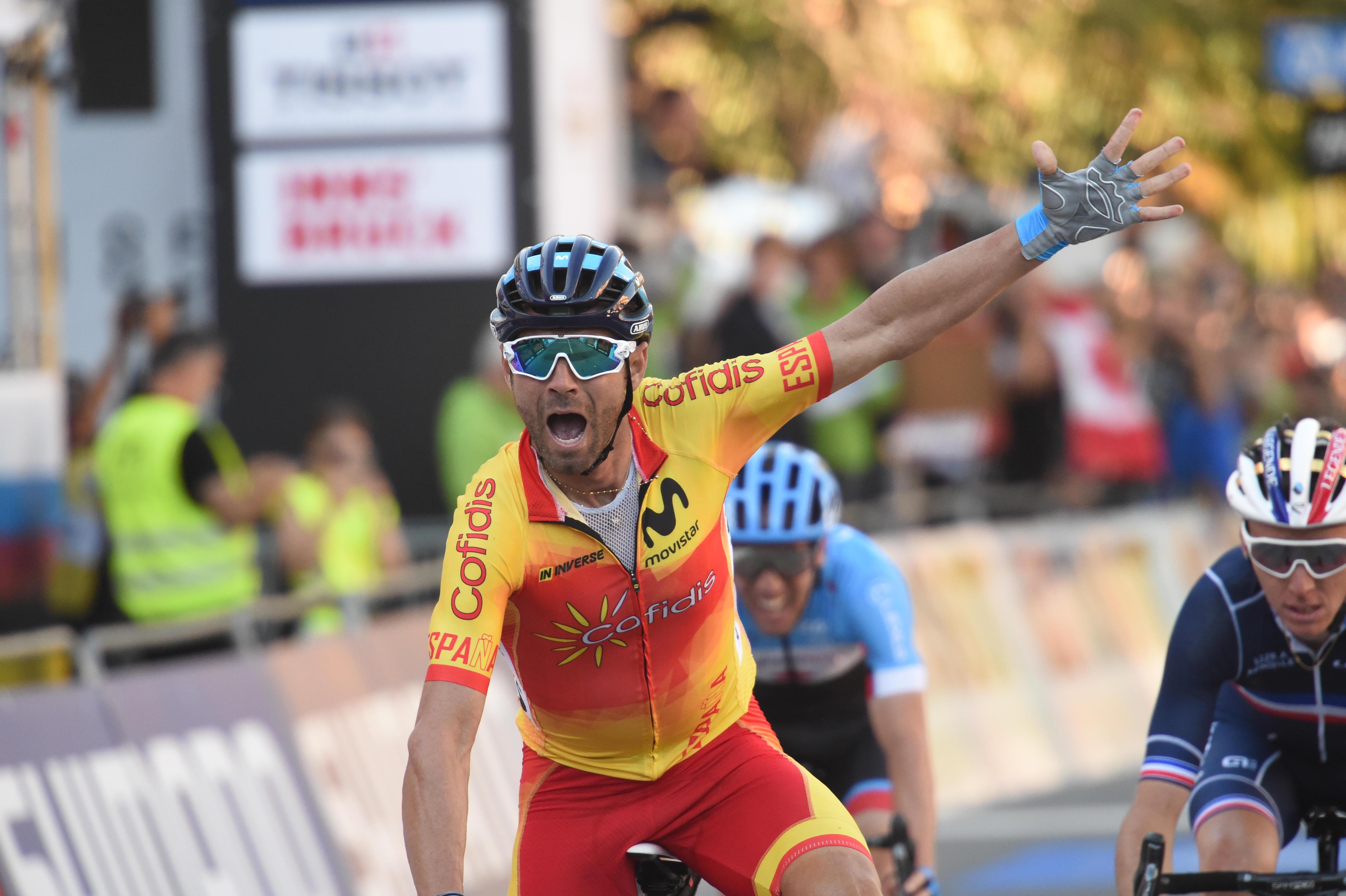 Alejandro Valverde zasluženo do naslova, Rogliča padel