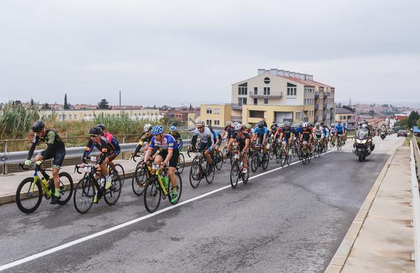 Kljub slabemu vremenu, se je več kot 500 kolesarjev udeležilo 6. Istrskega kolesarskega maratona in odpeljalo eno od treh razglednih tras po istrskem zaledju.