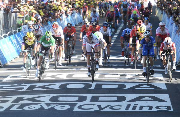 Elia Viviani dobil napet in izenačen sprint