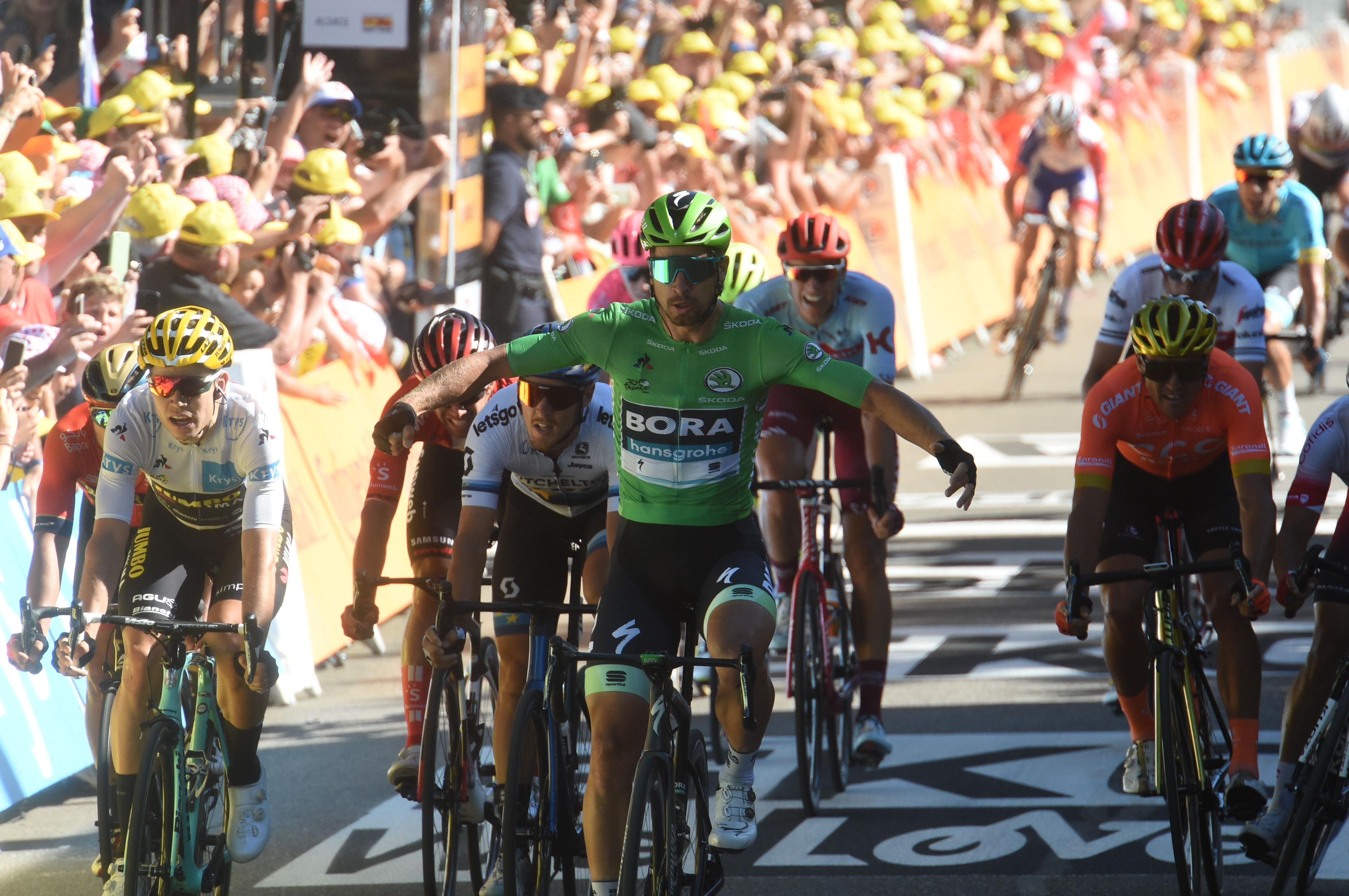 Matej Mohorič v zaključku pomagal, Peter Sagan do veličastne zmage