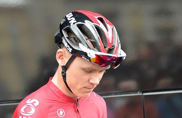 Chris Froome že na kolesu