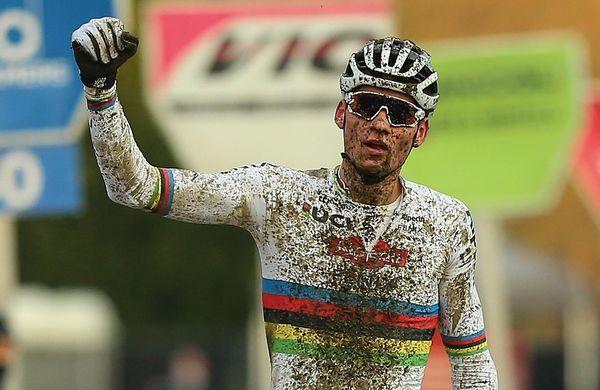 Van der Poel zmagal, van Aert zadržal vodstvo