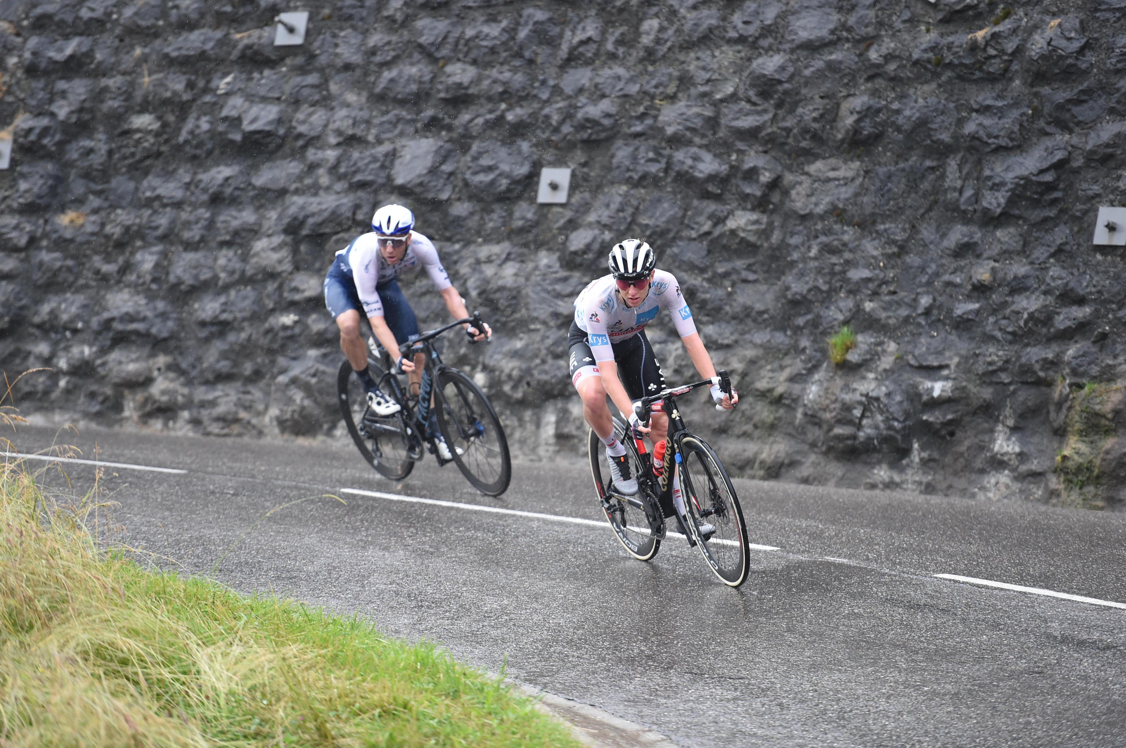 Pogačar deklasiral tekmece na prvi gorski etapi, jutri bo kolesaril v rumenem