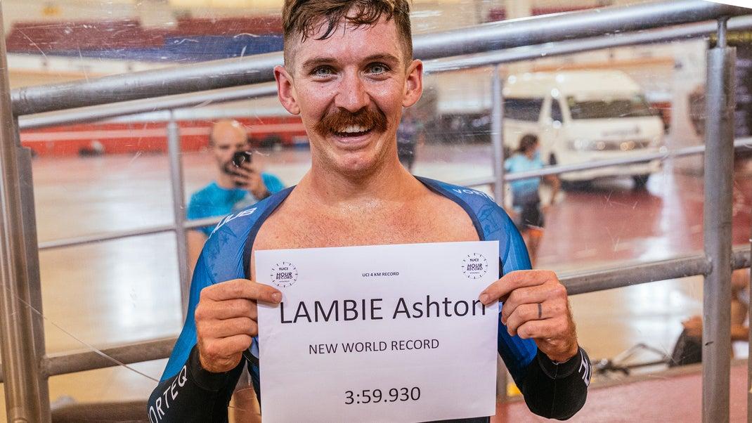 Ashton Lambie z rekordno znamko pod štirimi minutami vrgel rokavico Ganni