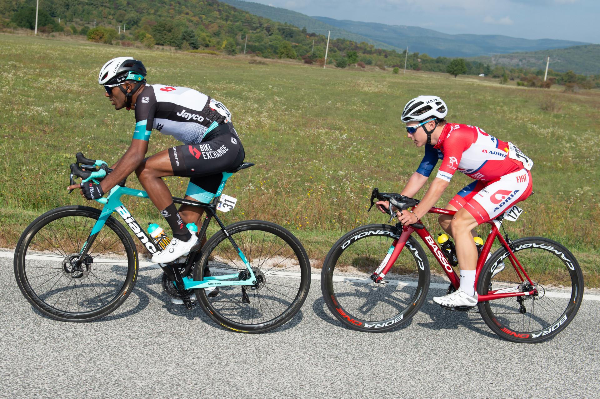Valverde zmagal in nato padel, Glivar že blizu bele majice