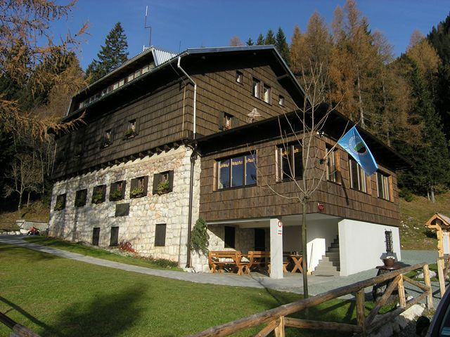 Valvasorjev dom pod Stolom (1181 m)